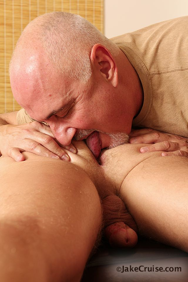 Jake Cruise Jeremy Stevens Massaged Blowjob 07 Amateur Daddy Gives His Younger Friend a Massage and Blowjob