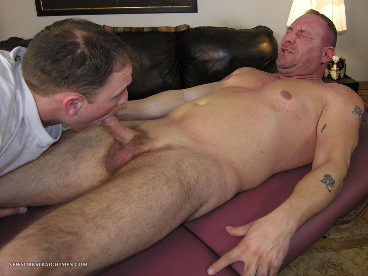 New-York-Straight-Men-Rocco-Straight-Muscle-Daddy-Getting-a-Blow-Job-Amateur-Gay-Porn-11 Straight Chubby Muscle Daddy Gets Rimmed and Blown By A Gay Guy