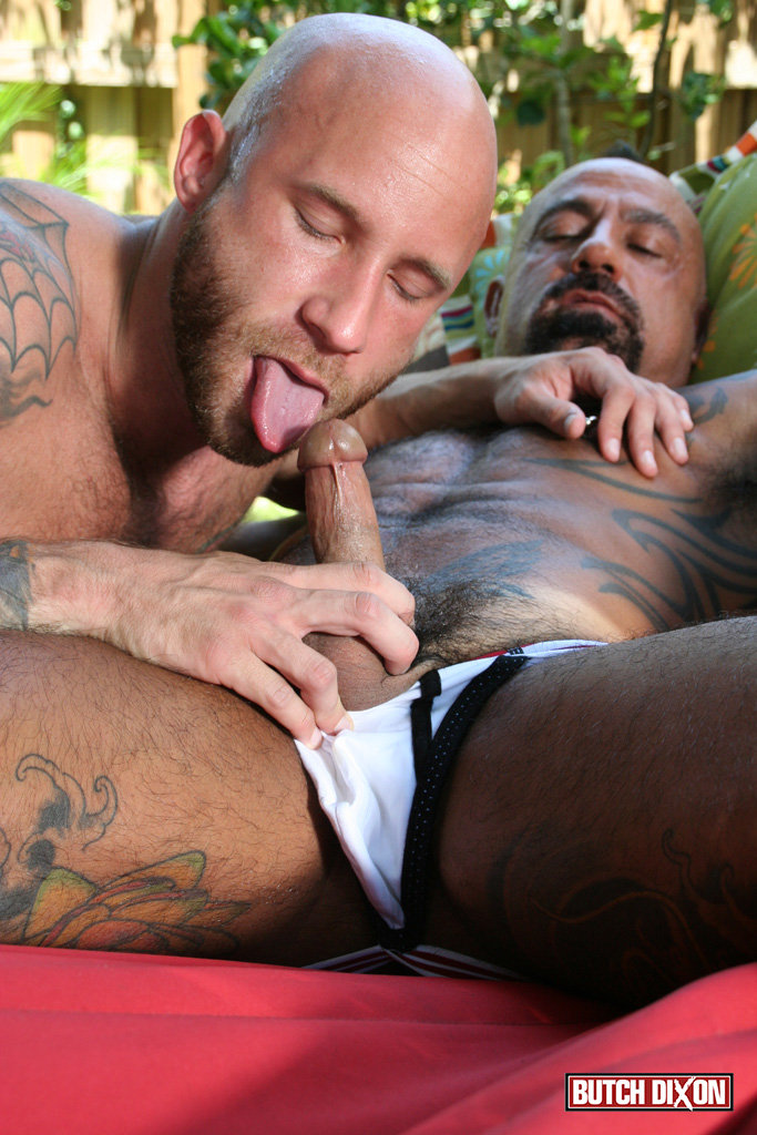 Butch-Dixon-Bo-Bangor-and-Drake-Jaden-Barebacking-Daddy-Muscle-Tatted-Stud-Amateur-Gay-Porn-04 Tatted Muscle Daddy Fucks His Younger New Neighbor Outside