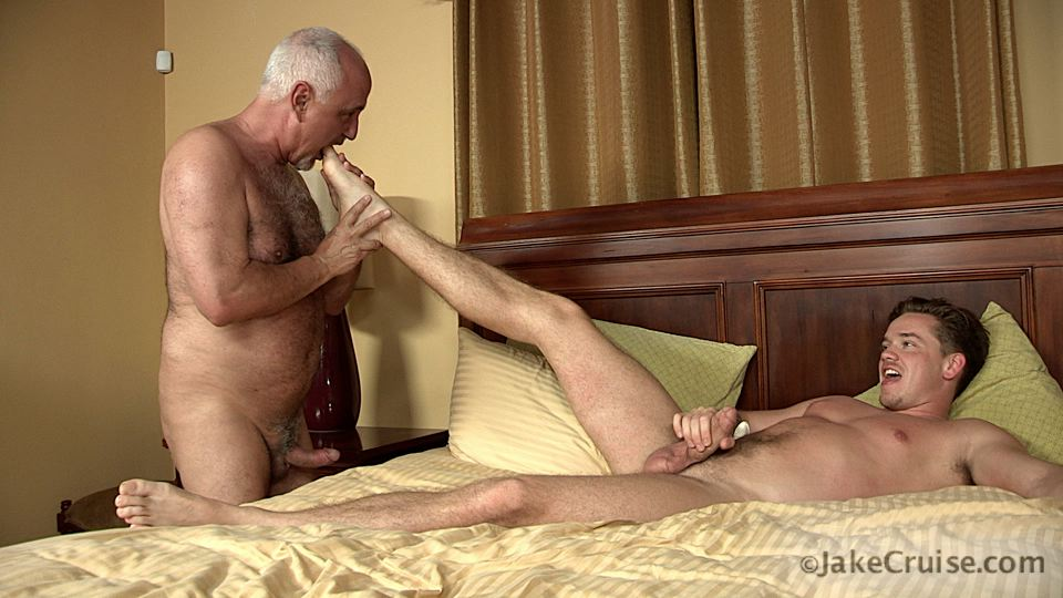 Jake-Cruise-Lucas-Knight-Hairy-Daddy-Sucks-A-Big-Boy-Cock-Amateur-Gay-Porn-13 Jake Cruise: Daddy Sucks A Huge Younger Cock Until It Shoots