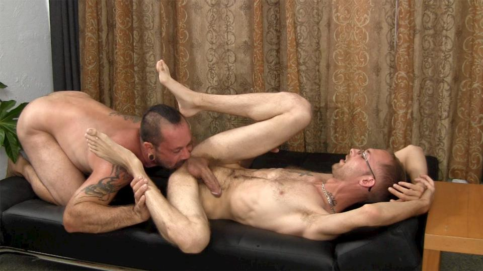 Straight Fraternity Older Hairy Muscle Bear Gets Barebacked by Younger Amateur Gay Porn 19 Muscular Hairy Daddy Gets Barebacked By Straight Younger Guy