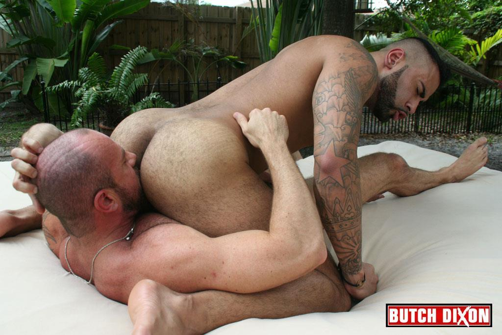 Butch-Dixon-Rikk-York-and-Matt-Stevens-Hairy-Daddy-and-Younger-Guy-Trade-Blow-Jobs-Amateur-Gay-Porn-22 Hairy Beefy Muscle Daddy Fucking His Younger Buddy Outside