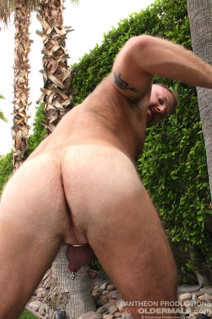 Muscly Bear Gets Dick Jerking