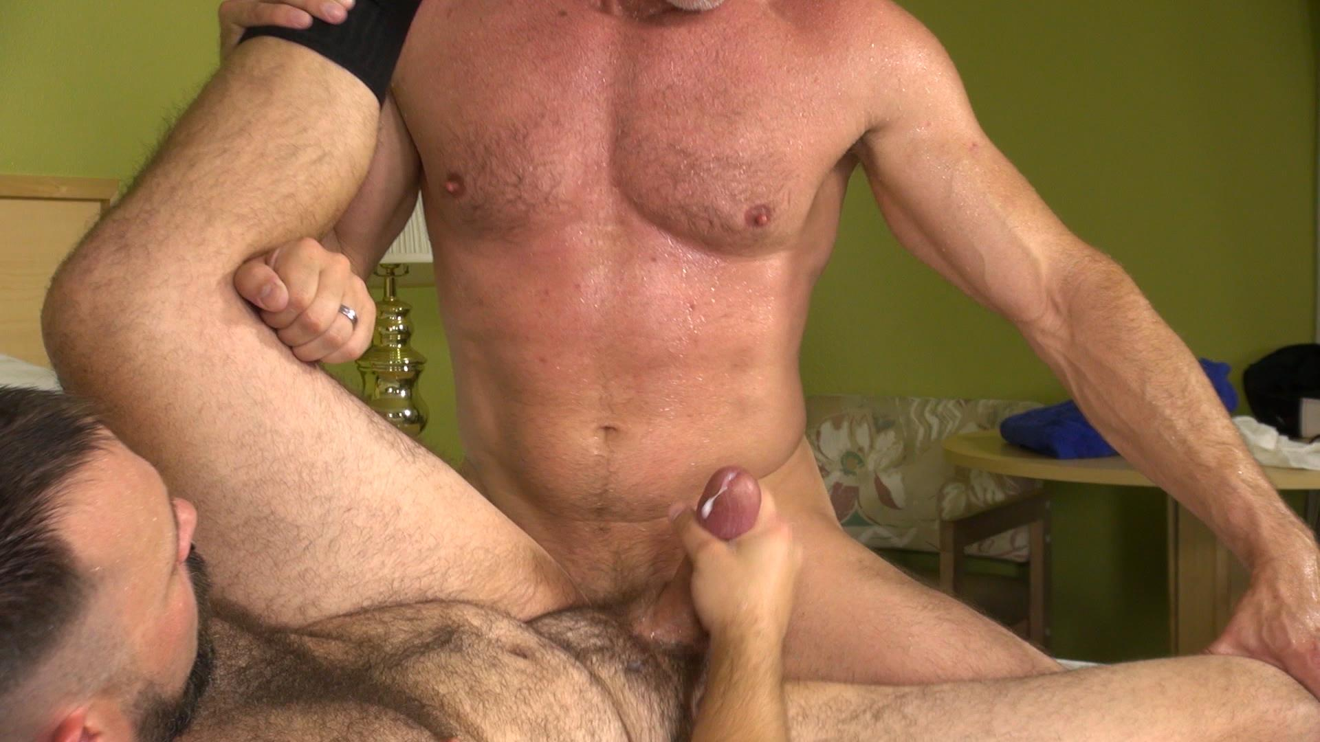 Raw-and-Rough-Boy-Fillmore-and-Sam-Dixon-Hairy-Muscle-Bears-Fucking-Bareback-Amateur-Gay-Porn-08 Hairy Muscle Bears Barebacking At A Cheap Motel