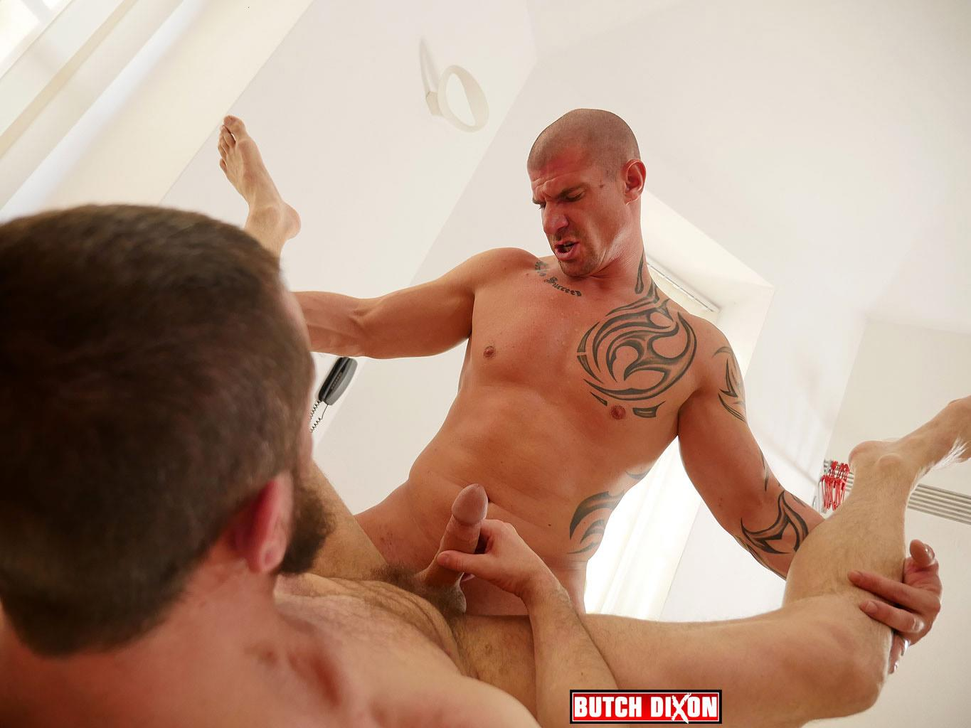 Muscle men fucking bareback for